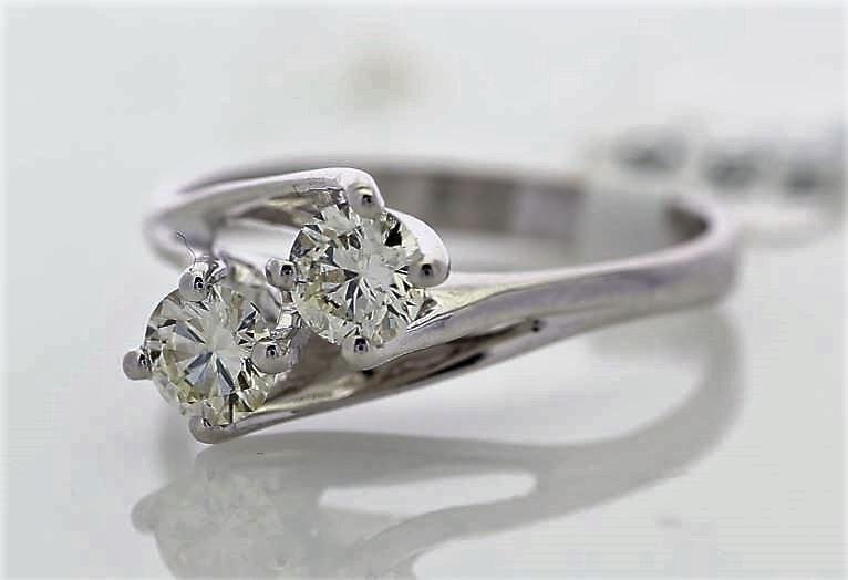 18k White Gold Two Stone Claw Set Diamond Ring 0.72 - Image 2 of 3