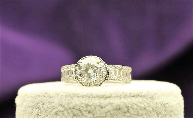 18k White Gold Single Stone With Halo Setting Ring 2.62
