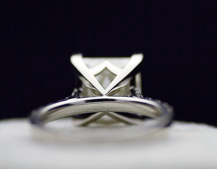 18k White Gold Single Stone Prong Set With Stone Set Shoulders Diamond Ring 5.00 - Image 3 of 3