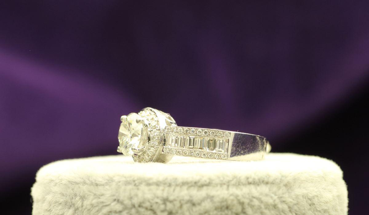 18k White Gold Single Stone With Halo Setting Ring 2.62 - Image 2 of 4