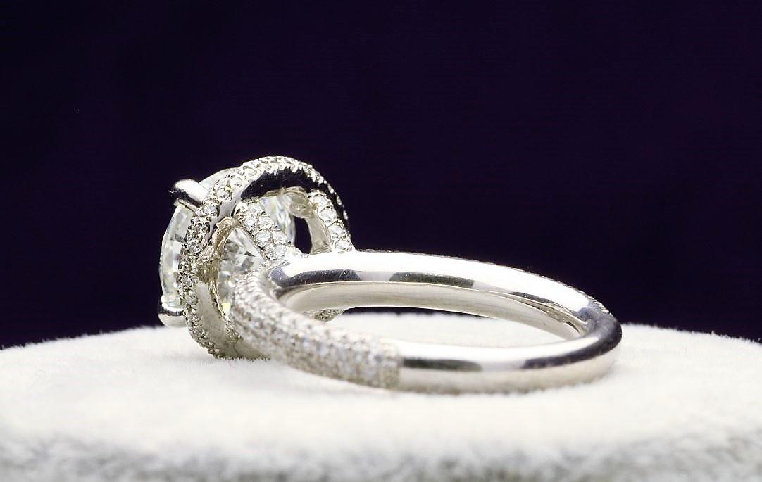 18k White Gold Single Stone With Halo Setting Ring 4.60 - Image 3 of 5