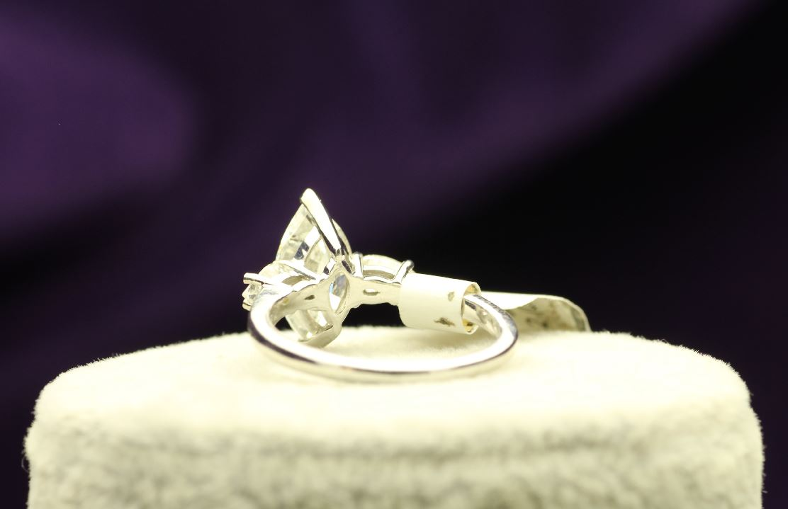 18k White Gold Three Stone Claw Set Diamond Ring 2.51 - Image 3 of 4