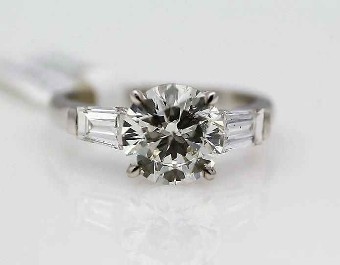 18k White Gold Single Stone Prong Set With Stone Set Shoulders Diamond Ring 2.85