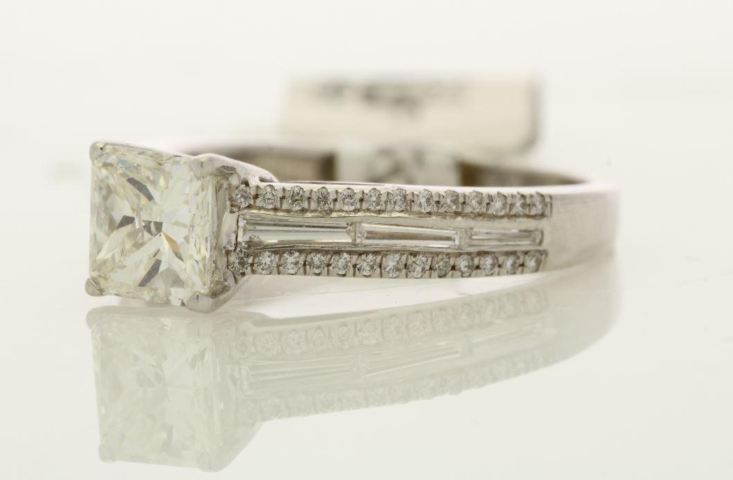 18k White Gold Single Stone Prong Set With Stone Set Shoulders Diamond Ring 1.35 - Image 2 of 3