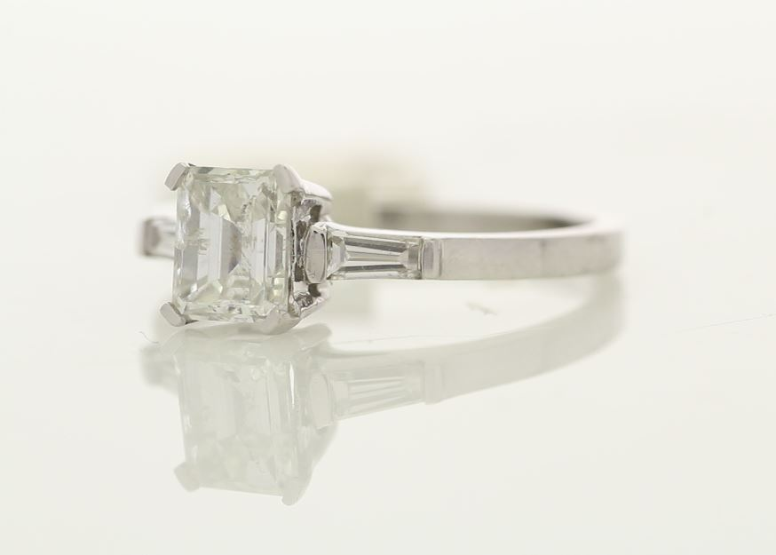 18k White Gold Single Stone Prong Set With Stone Set Shoulders Diamond Ring 1.33 - Image 2 of 3