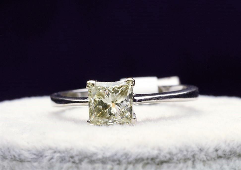18k White Gold Single Stone Prong Set Diamond Ring 1.00