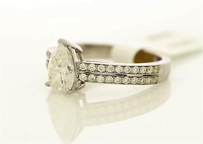 18k White Gold Single Stone Prong Set With Stone Set Shoulders Diamond Ring 1.59 - Image 2 of 3