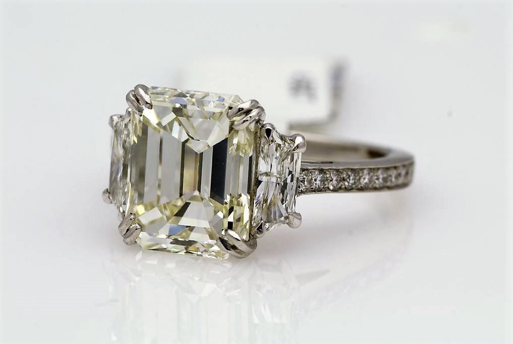 18k White Gold Three Stone Claw Set Diamond Ring 4.56