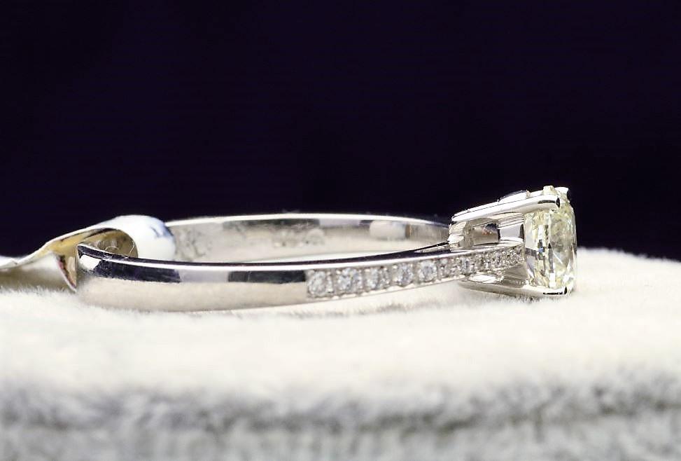 18k White Gold Single Stone Prong Set With Stone Set Shoulders Diamond Ring 0.62 - Image 2 of 4