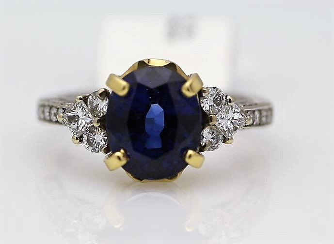 18k White Gold Three Stone Claw Set Diamond And Sapphire Ring 4.85
