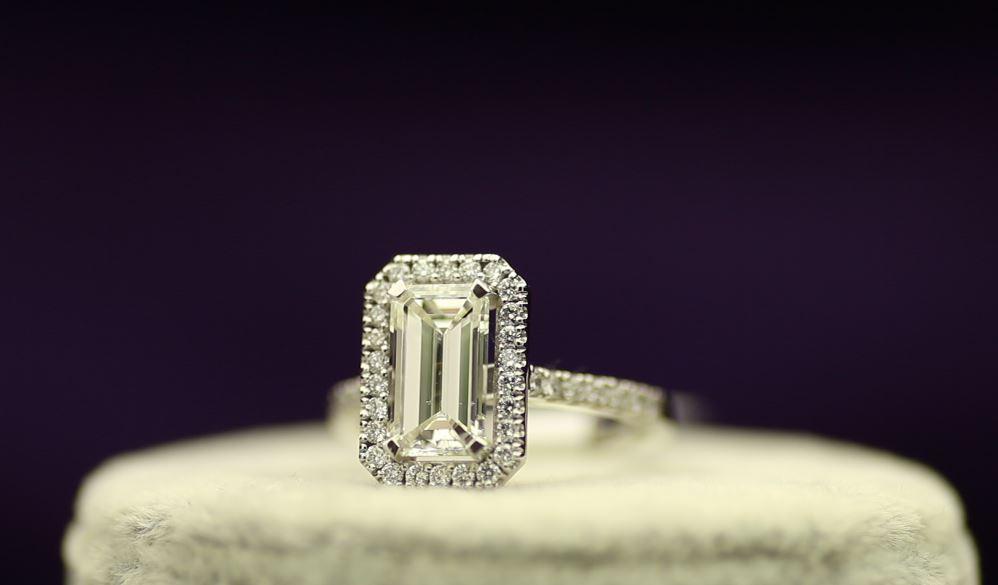 18k White Gold Single Stone With Halo Setting Ring 2.55