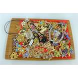 A large quantity of costume jewellery to include brooches and necklaces (a lot)