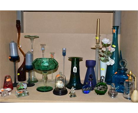 A COLLECTION OF COLOURED AND CLEAR GLASSWARE, including a Loetz style iridescent green conical vase, height 20cm, five modern