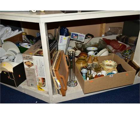 FIVE BOXES AND LOOSE OF KITCHEN AND HOUSEHOLD SUNDRIES, CERAMICS, BLANKETS, DRINKING GLASSES, etc including a boxed Royal Sta