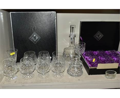 A SMALL QUANTITY OF BOXED AND LOOSE GLASSWARE, including a boxed set of five tumblers in an Edinburgh Crystal box, and one ot