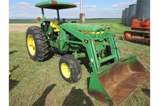 1981 John Deere 2440 utility tractor Canopy ROPS 60 Hp diesel 8 speed 3 Pt PTO 1 Hyd 16.9- & 1981 John Deere 2440 utility tractor Canopy ROPS 60 Hp diesel 8 ...