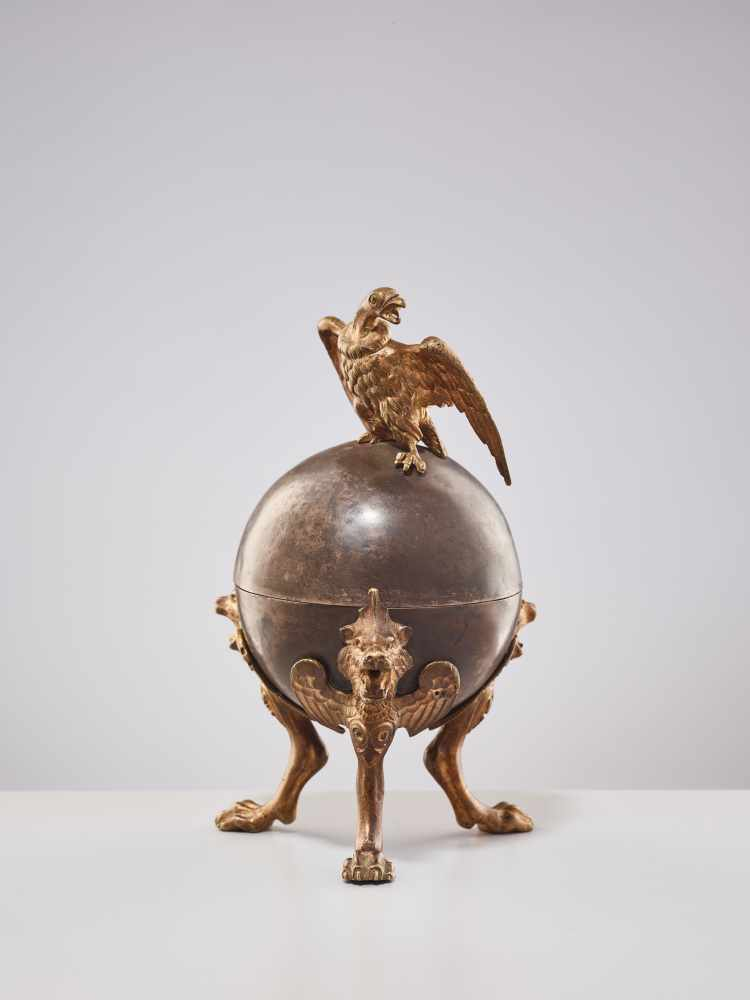 A 19TH CENTURY RUSSIAN LIDDED BOX 'EAGLE ON ORB'Silverplate metal and gilt bronzeRussiaaround 1830- - Image 4 of 11