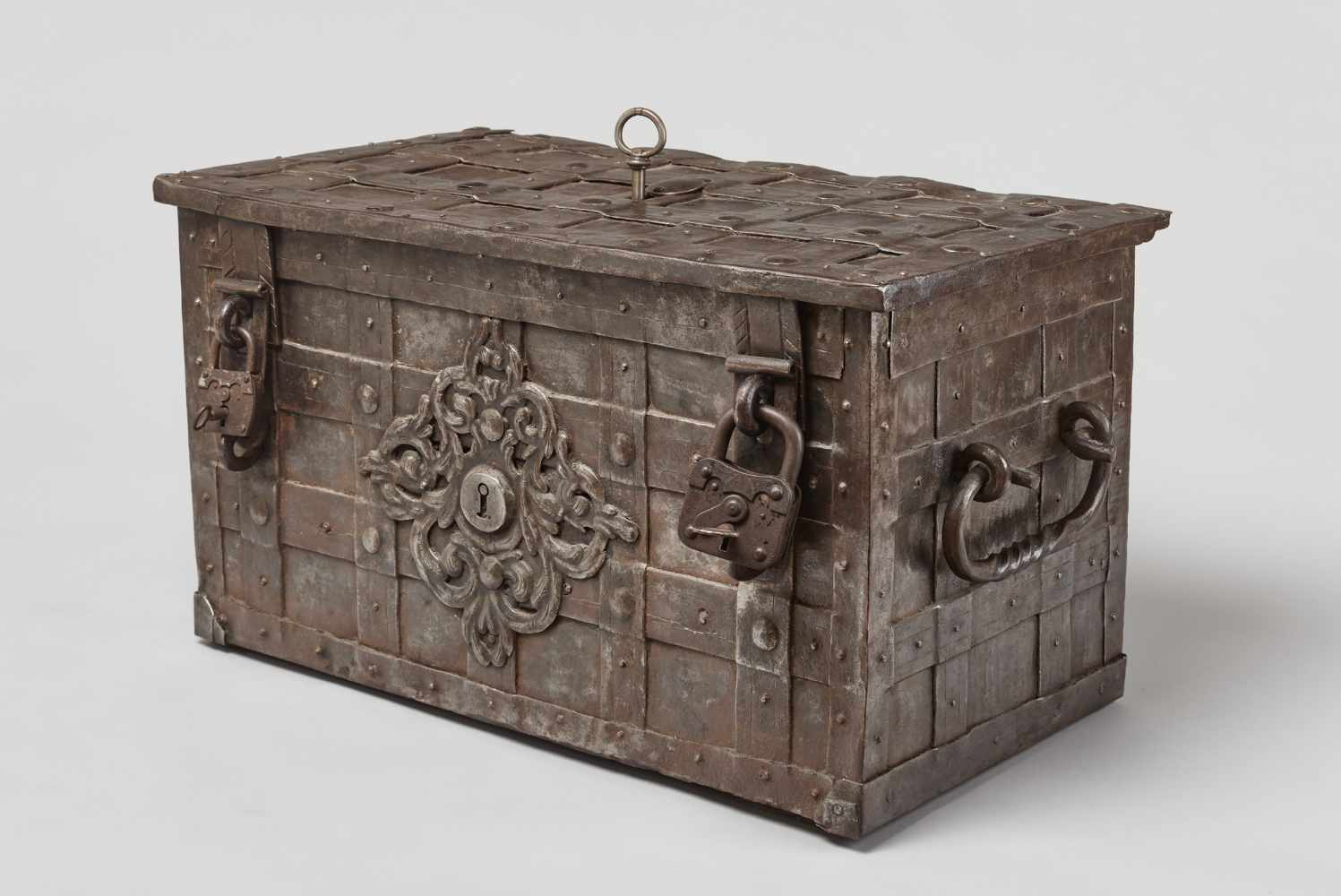 A 17th CENTURY GERMAN WROUGHT IRON 'ARMADA' CHEST WITH MERMAIDSWrought iron, paintGermany17th - Image 10 of 16