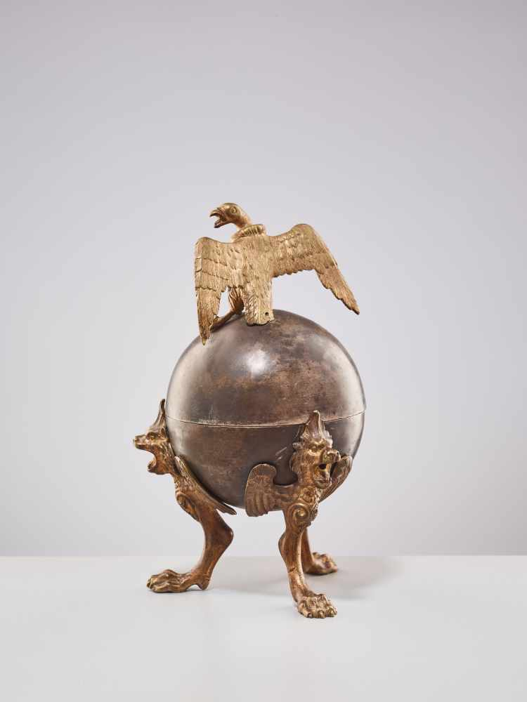A 19TH CENTURY RUSSIAN LIDDED BOX 'EAGLE ON ORB'Silverplate metal and gilt bronzeRussiaaround 1830- - Image 6 of 11