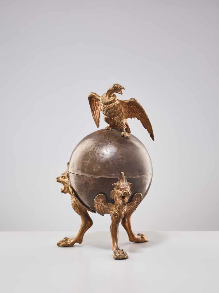 A 19TH CENTURY RUSSIAN LIDDED BOX 'EAGLE ON ORB'Silverplate metal and gilt bronzeRussiaaround 1830- - Image 5 of 11