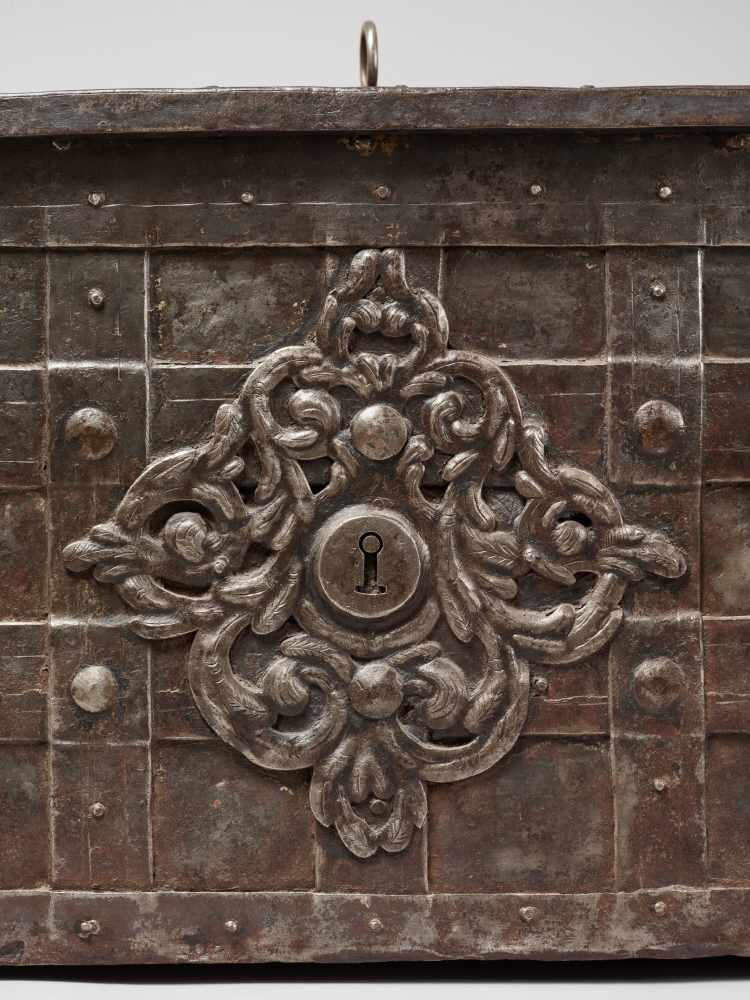 A 17th CENTURY GERMAN WROUGHT IRON 'ARMADA' CHEST WITH MERMAIDSWrought iron, paintGermany17th - Image 2 of 16
