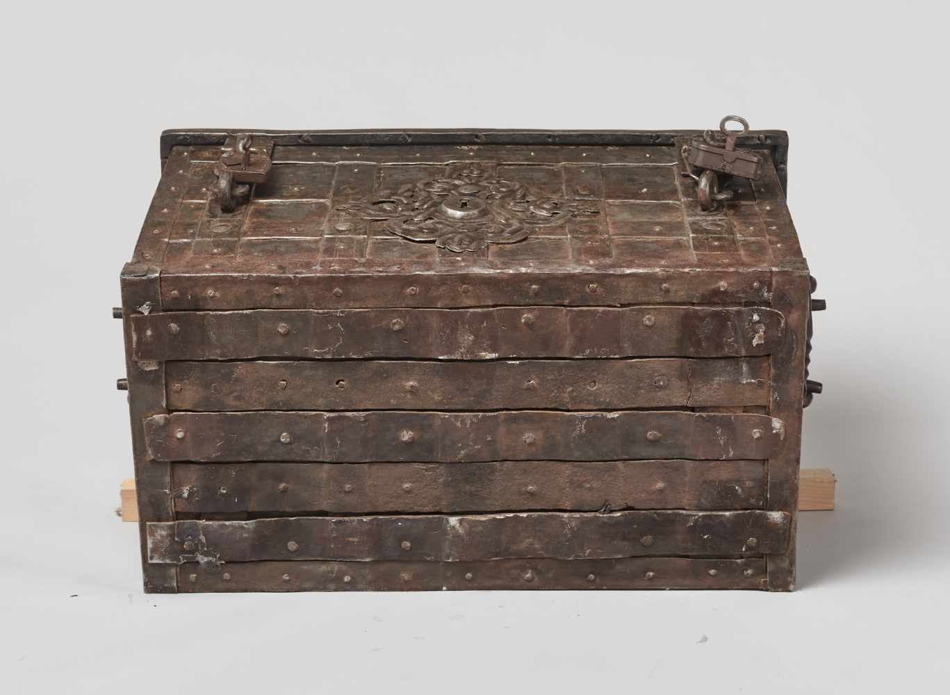 A 17th CENTURY GERMAN WROUGHT IRON 'ARMADA' CHEST WITH MERMAIDSWrought iron, paintGermany17th - Image 13 of 16