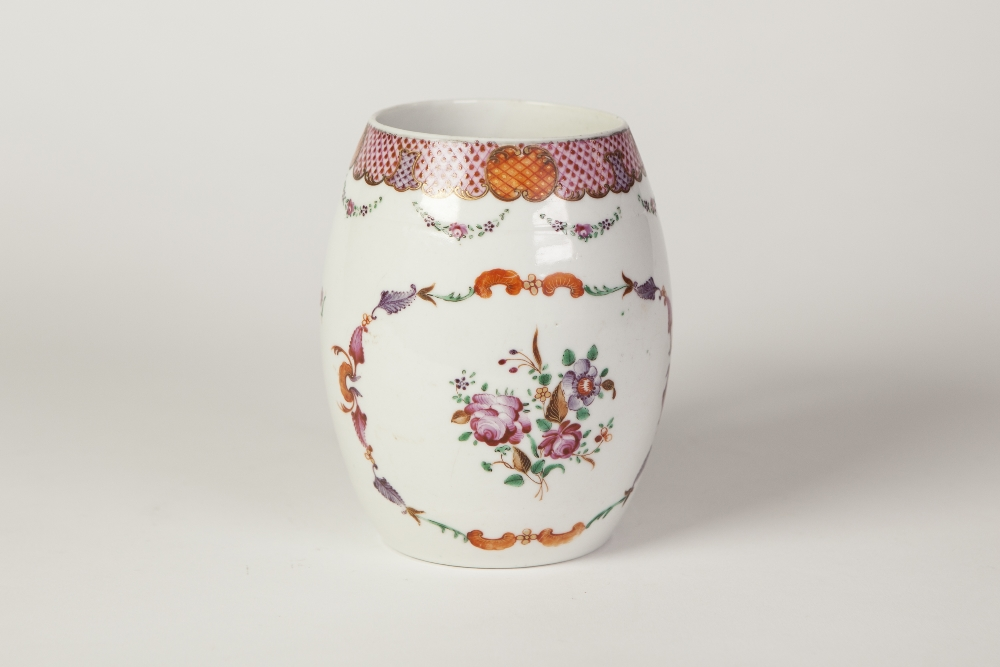 Lot 226 - A LATE EIGHTEENTH/NINETEENTH CENTURY CHINESE PORCELAIN EXPORT WARE FAMILLE ROSE DECORATED BARREL-
