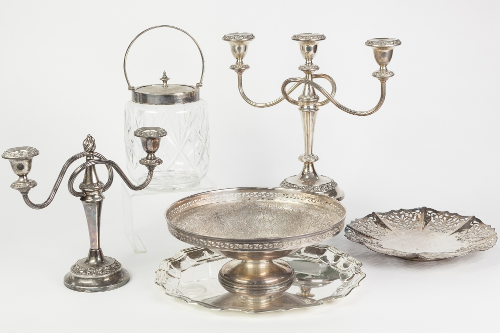 Lot 288 - MIXED LOT OF ELECTROPLATE, comprising: CUT GLASS SWING HANDLE BISCUIT BARREL, TWIN BRANCH THREE