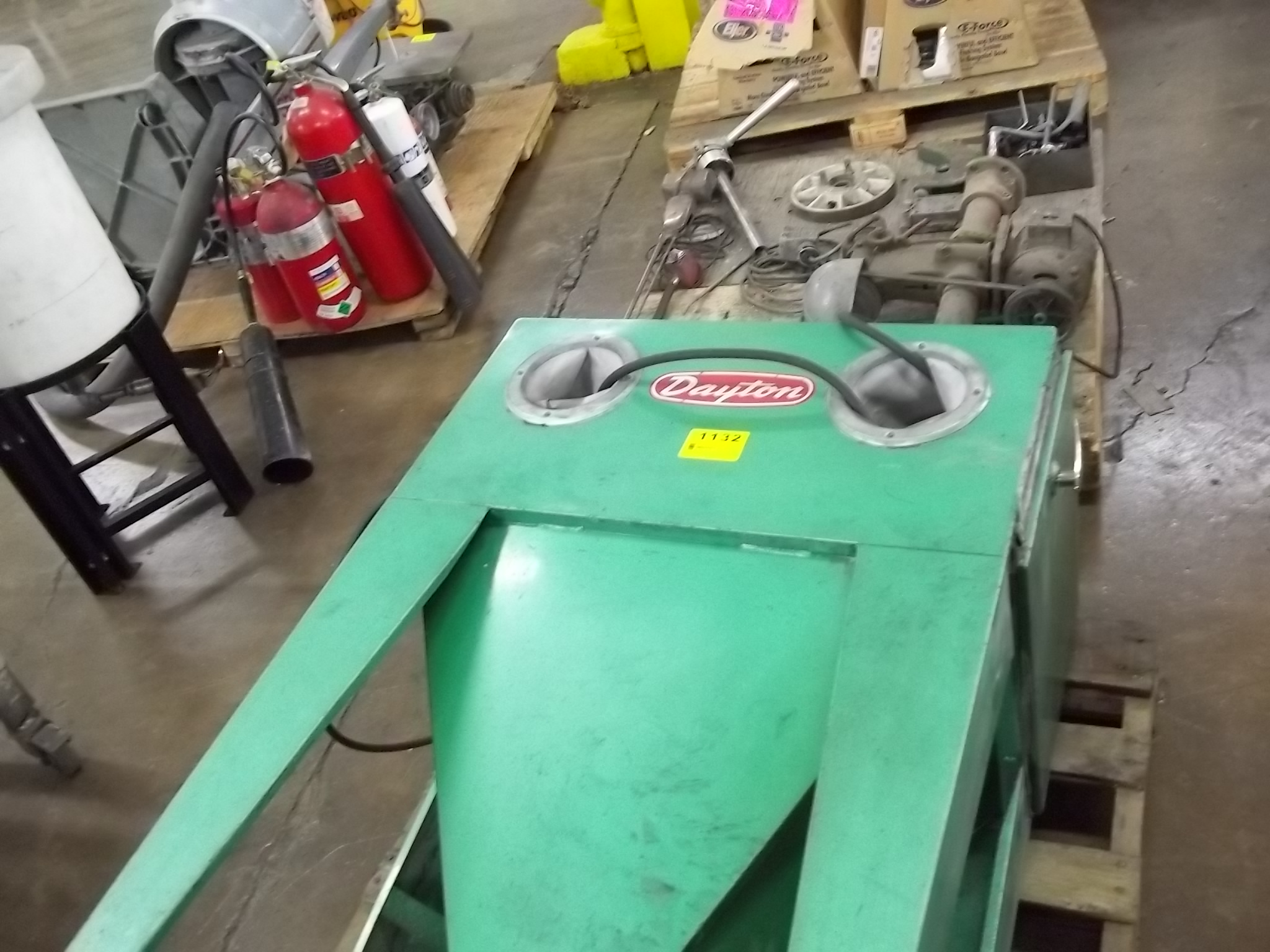 overview pedal cyclone fixed sand foot bt system products benchtop blast media with cabinet blasting
