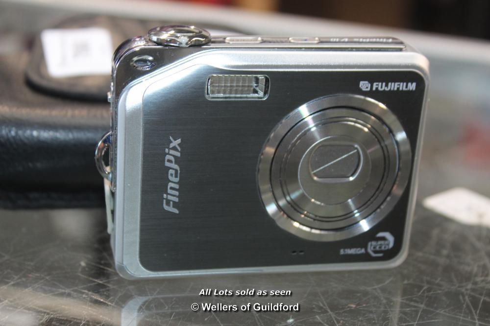 Lot 7060 - *FUJIFILM FINEPIX V10 CAMERA WITH CASE [509-23/09]