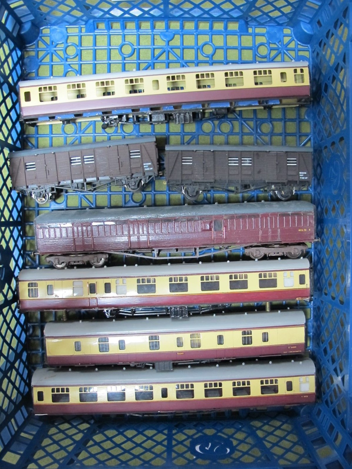 Lot 36 - A Small Quantity of Brass Part Built and Finished 'OO' Rolling Stock, including coaches.