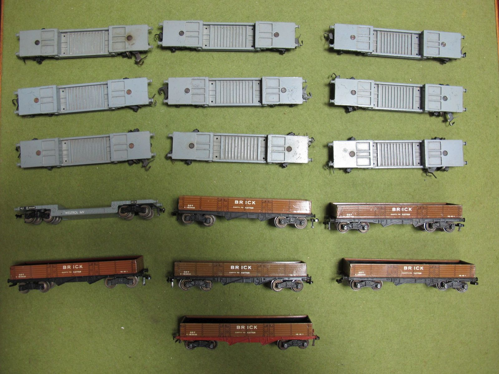 Lot 22 - Sixteen Hornby Dublo Three Rail Rolling Stock Wagons, comprising of six #32050 Eight Wheeled Brick