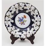 Kobaltblauer Prunkteller / Cobalt Blue Representive Plate, Meissen, 20. Jh. Material: Porzellan,