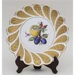 Prunk-Teller mit Goldrelief und Obst / Plate With Golden Relief And Fruits, Meissen, Pfeifferzeit,