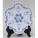 Zierteller mit Reliefdekor / Plate With Rich Relief, Meissen, 1. Hälfte 19. Jh. Material: Porzellan,