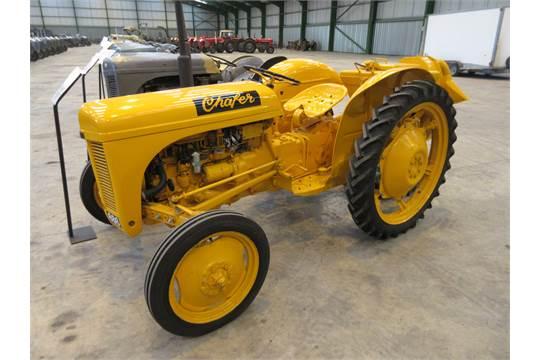 1950 FERGUSON TE-A20 4cylinder petrol/paraffin TRACTOR Reg No: NUA ...