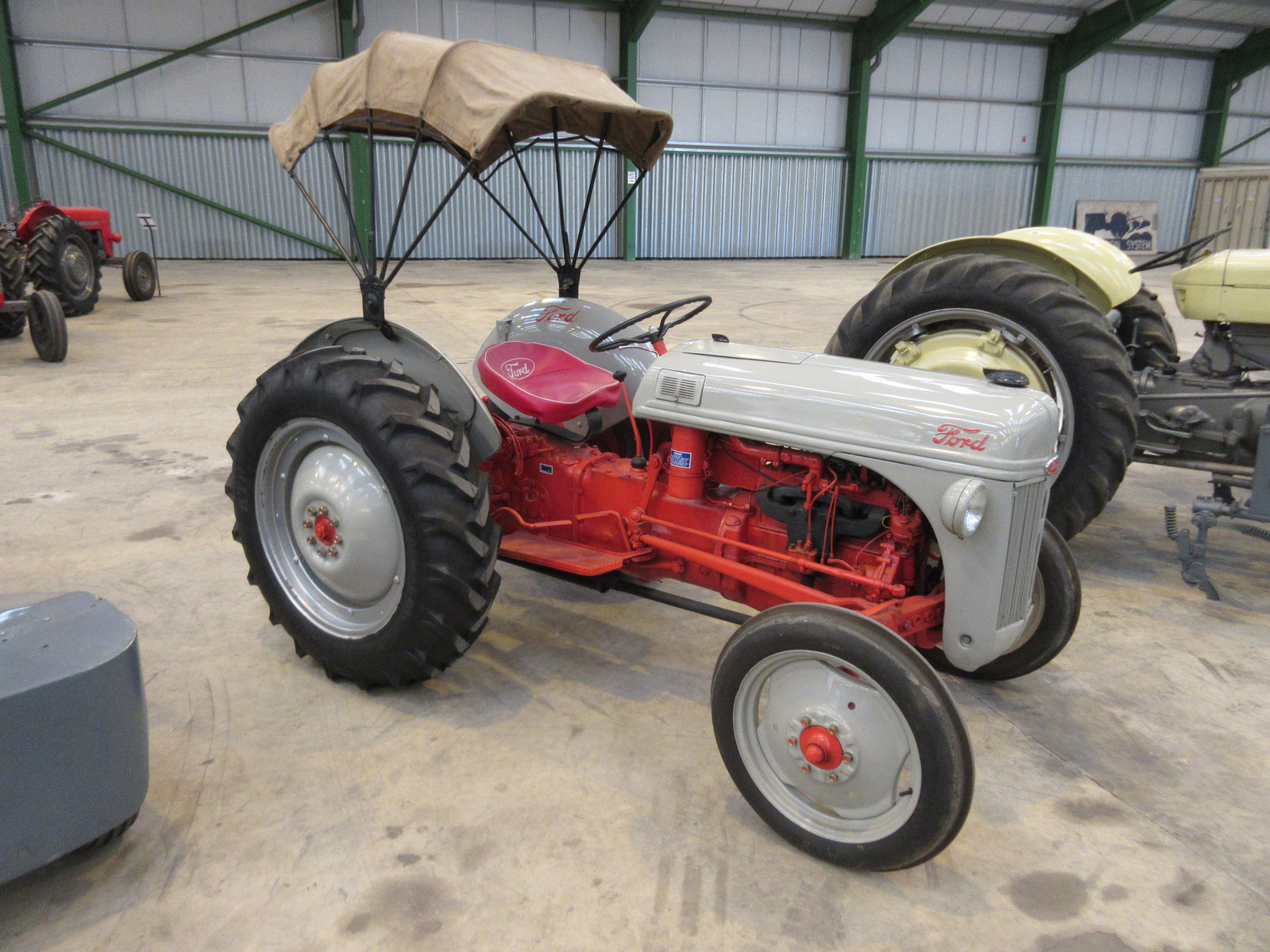 1950 Ford Tractor Tractor Vermilion : Ford n an cylinder petrol paraffin tractor reg no