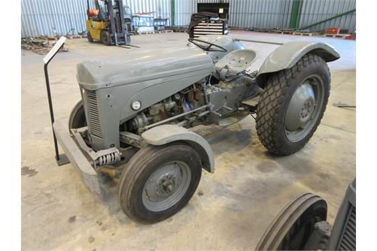 T20 Ferguson Tractor : Ferguson te t cylinder diesel tractor reg no
