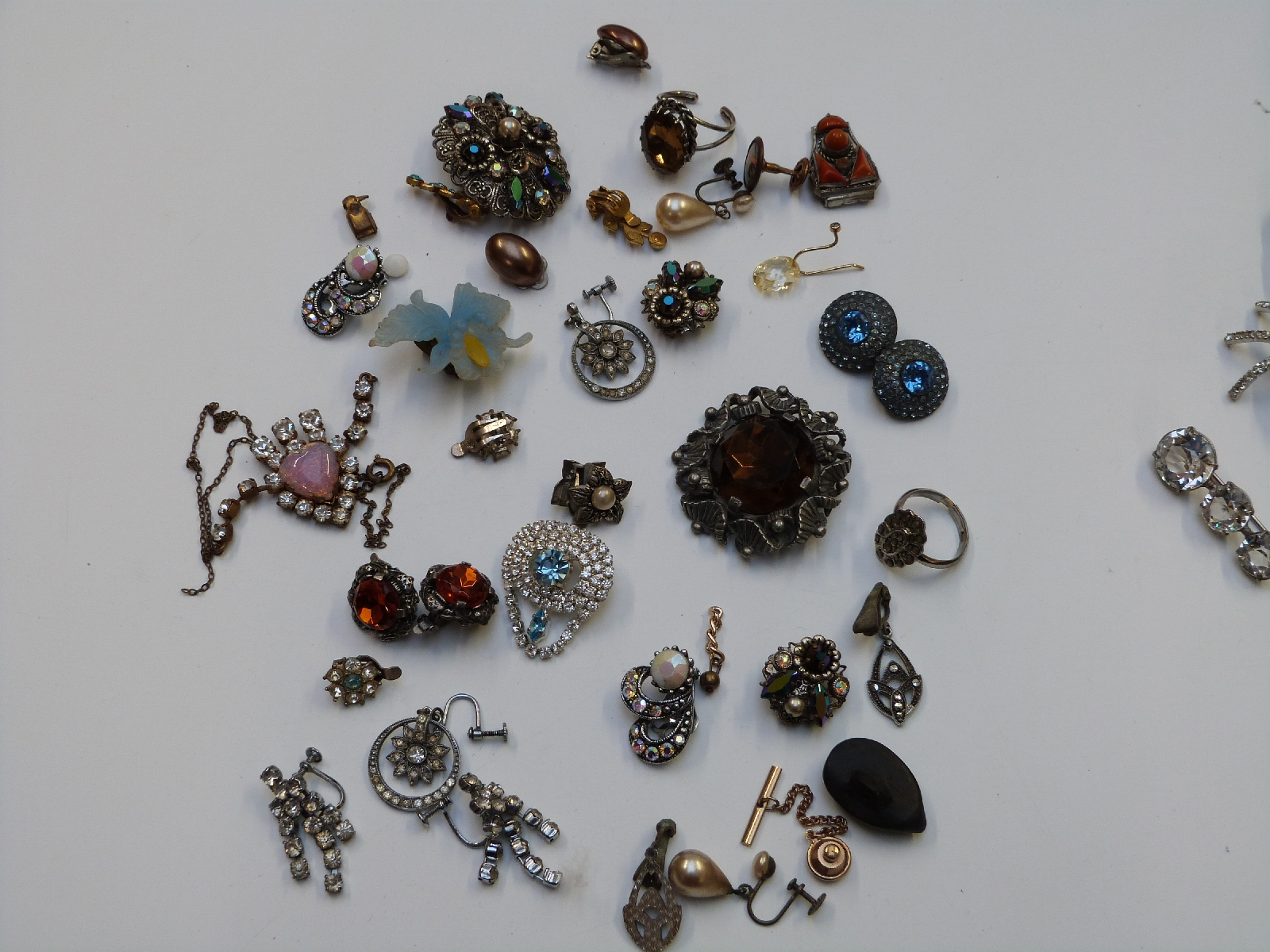 Lot 13 - A collection of costume jewellery including large necklaces, spider brooch, Jewelcraft brooch,