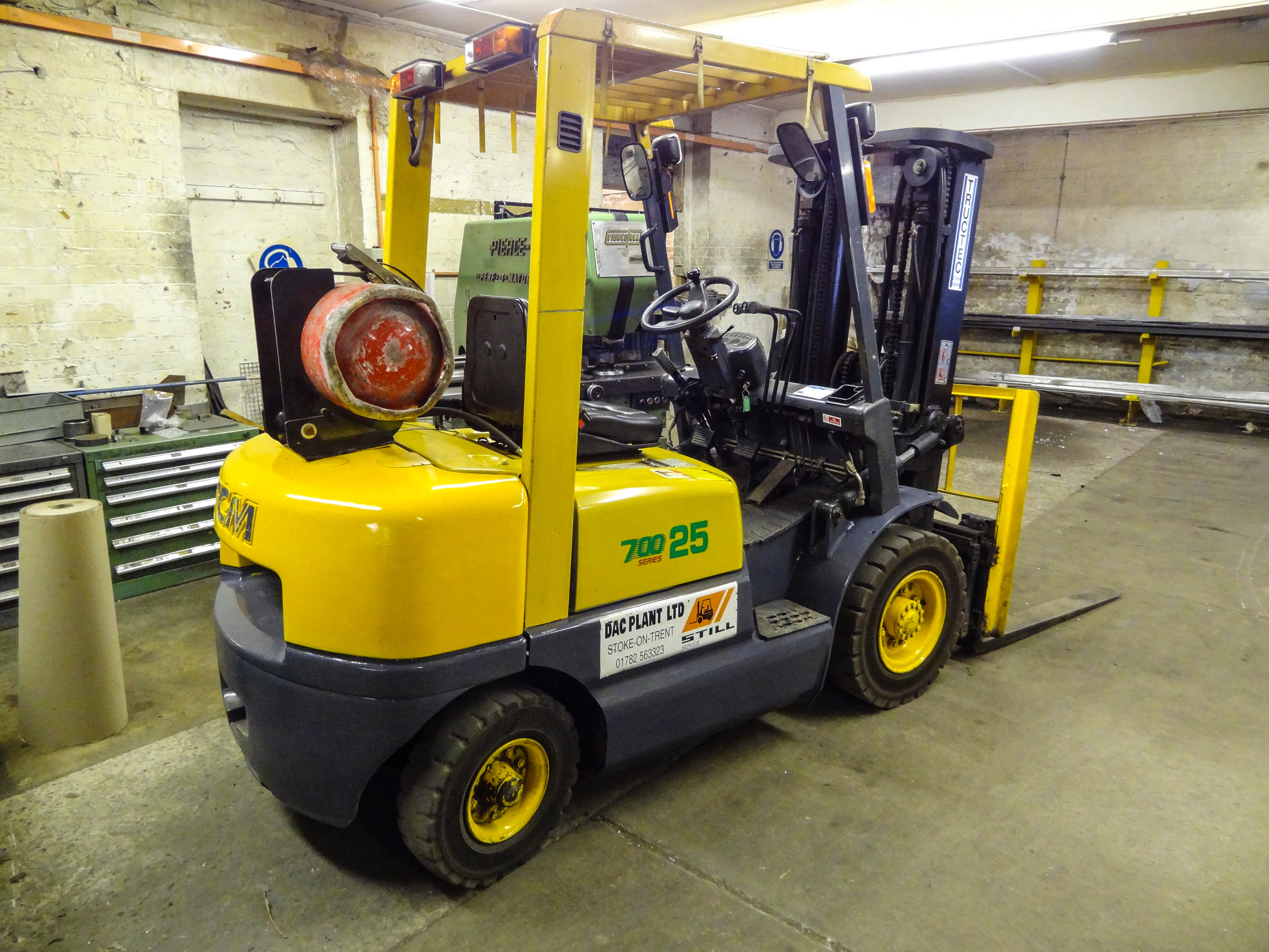 Lot 23 - TCM SERIES 700 25 2500kg LPG FORKLIFT TRUCK, year of manufacture  1998