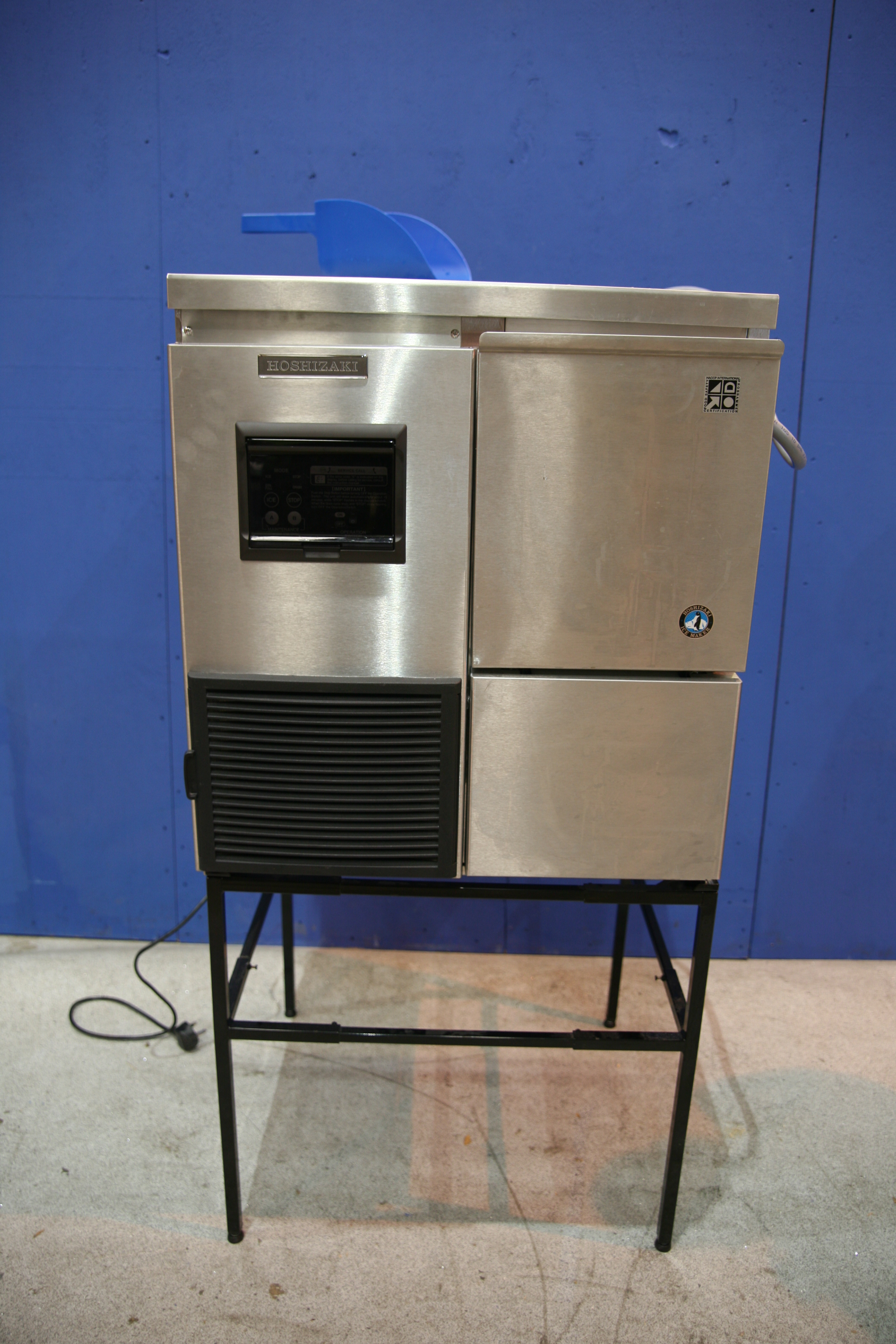 Lot 49 - Hoshizaki Ice Flaking Machine Produces flaked ice, Stainless steel construction,
