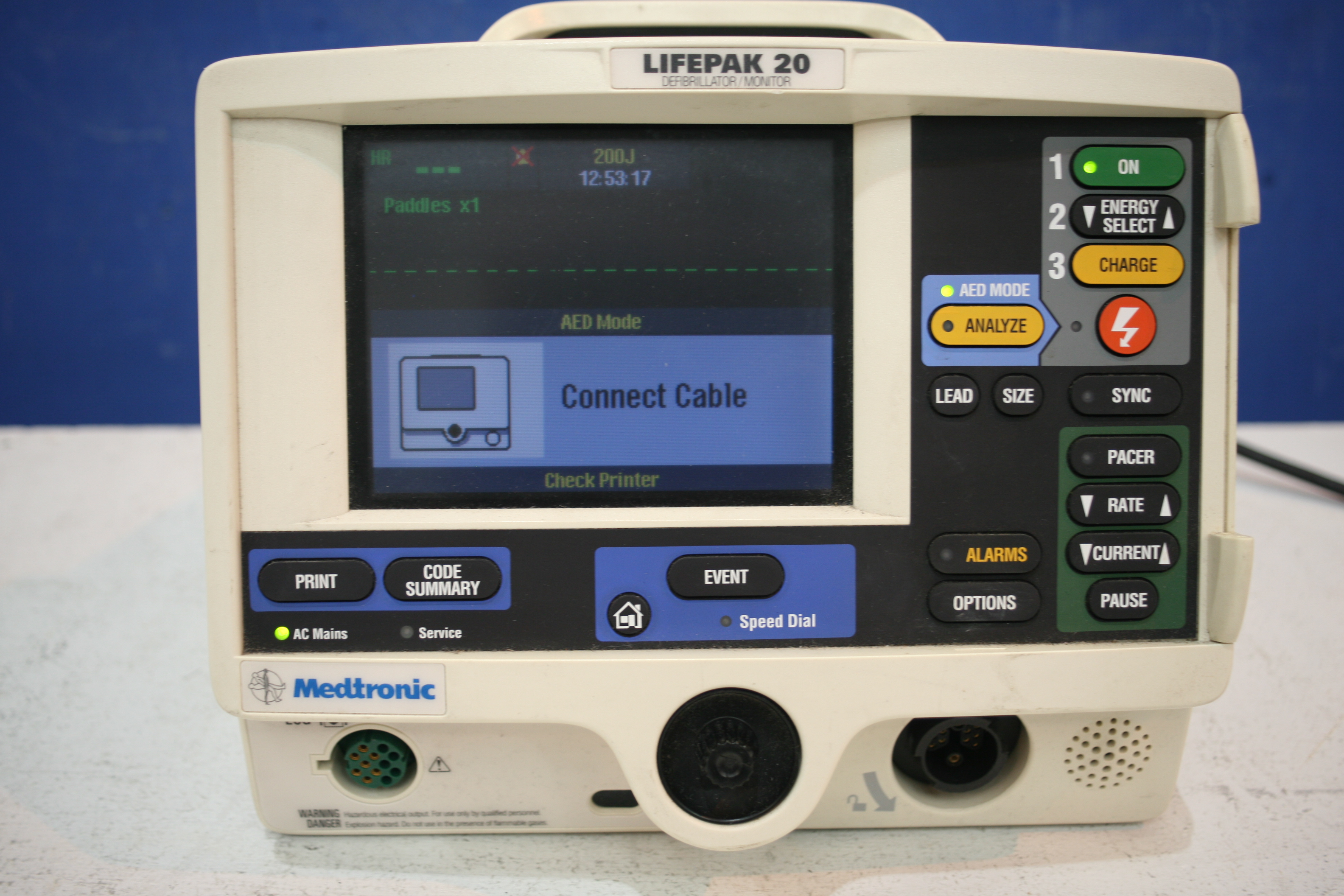 Lot 301 - Medtronic Lifepak 20 Defibrillator With Pacer Option *Powers Up*