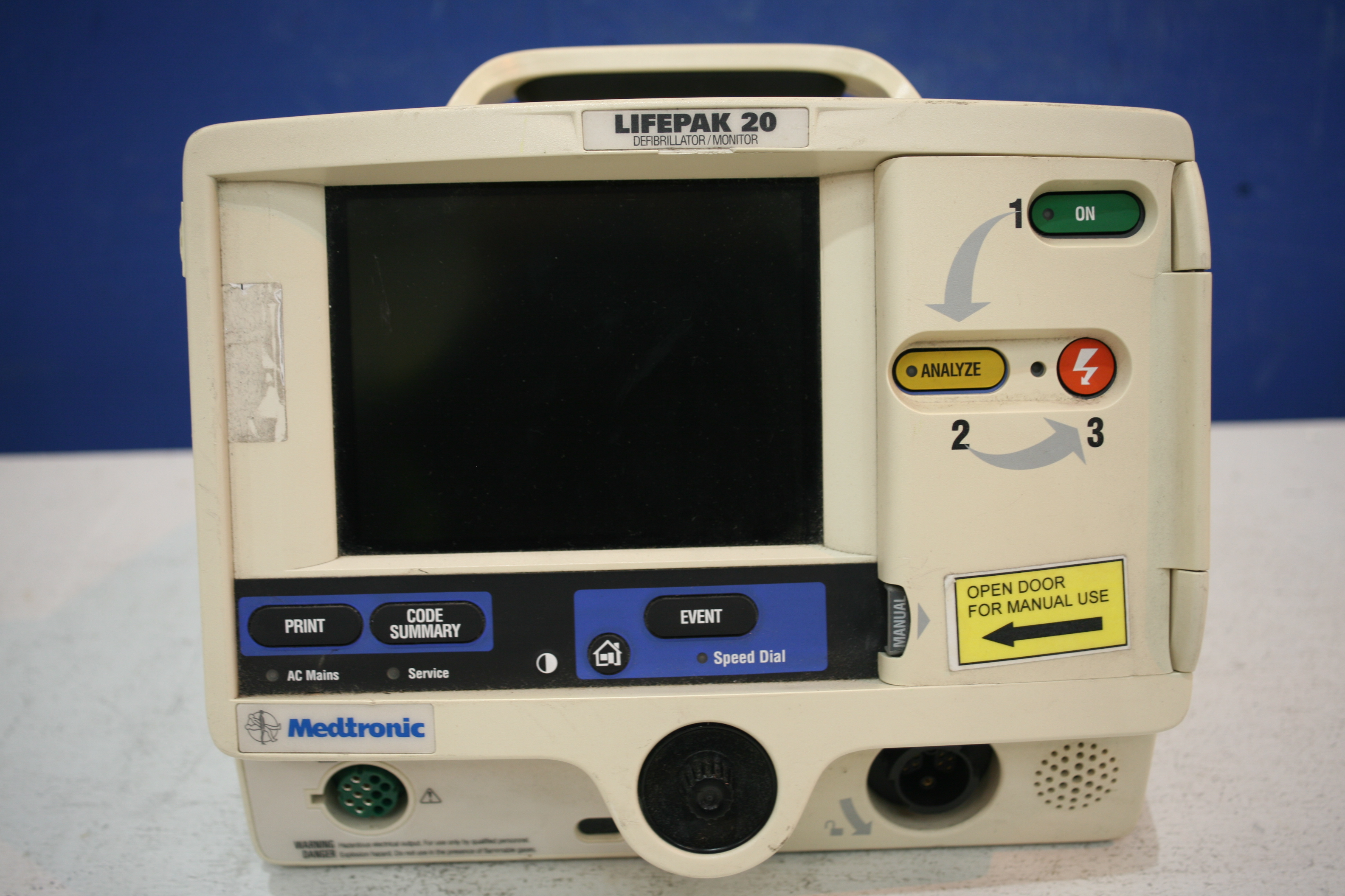 Lot 305 - Medtronic Lifepak 20 Defibrillator With Pacer Option