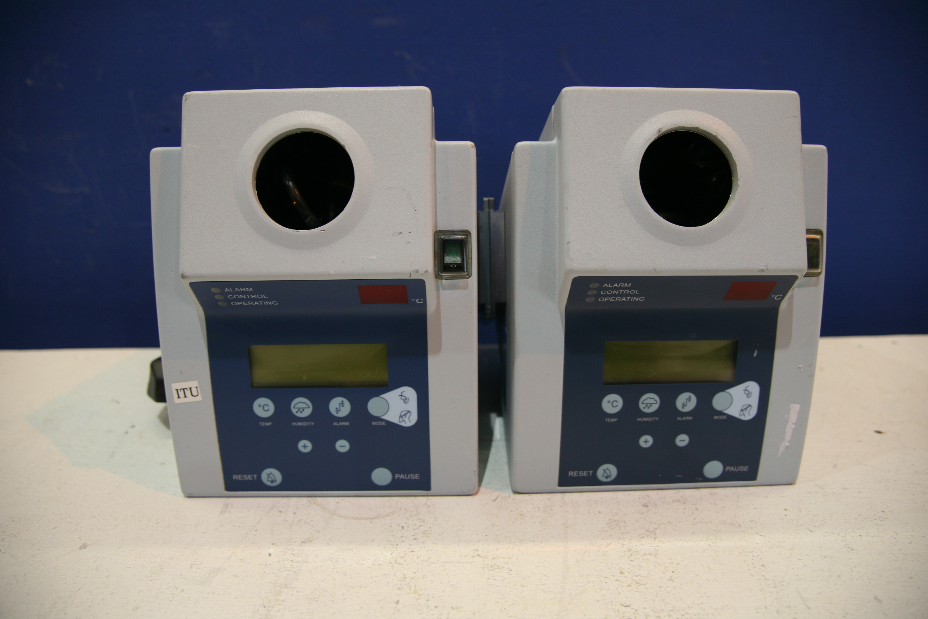 Lot 81 - 2x Kendall Aerodyne 2000 Respiratory Humidifier *Power Up*