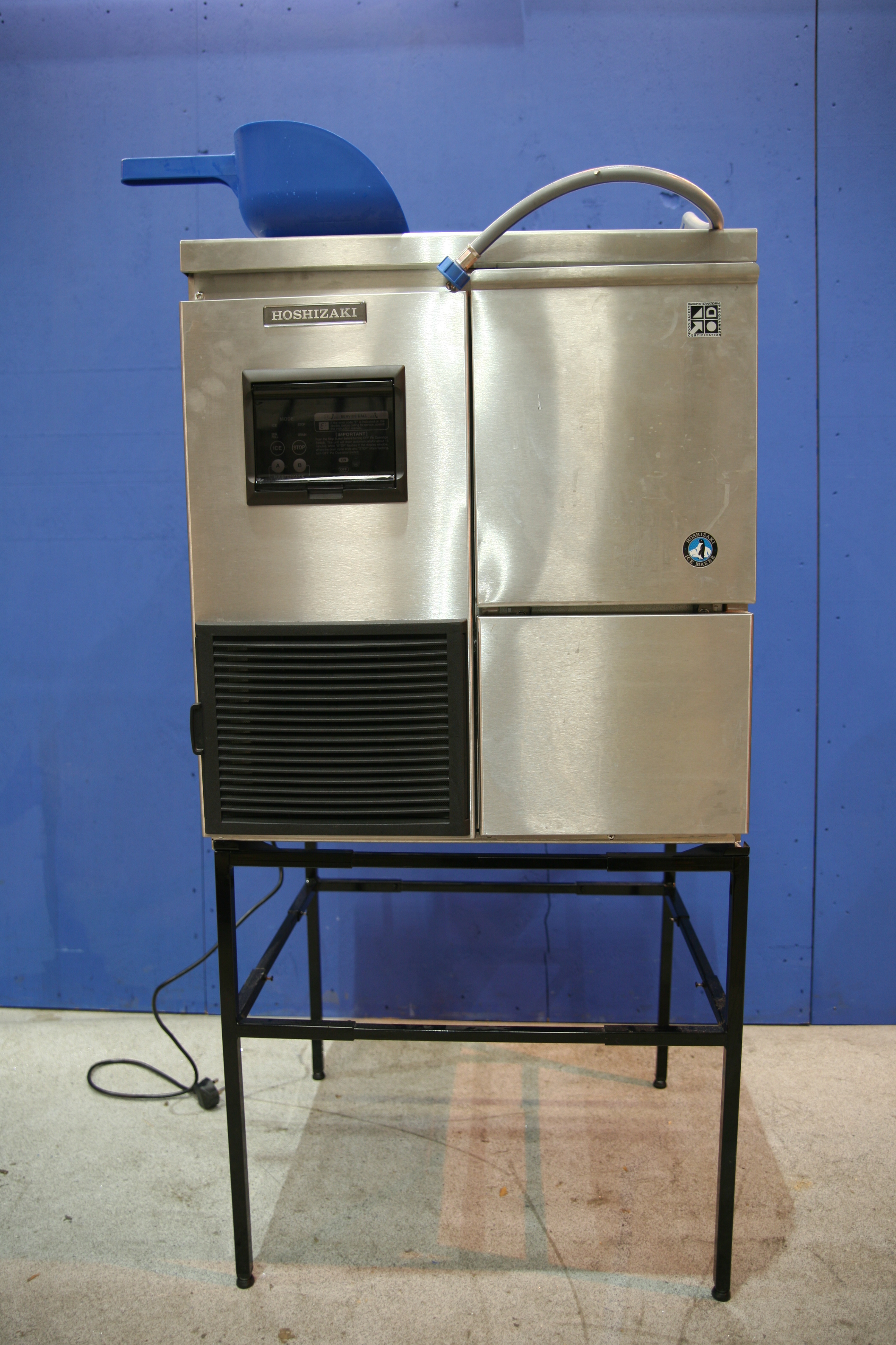 Lot 47 - Hoshizaki Ice Flaking Machine Produces flaked ice, Stainless steel construction,