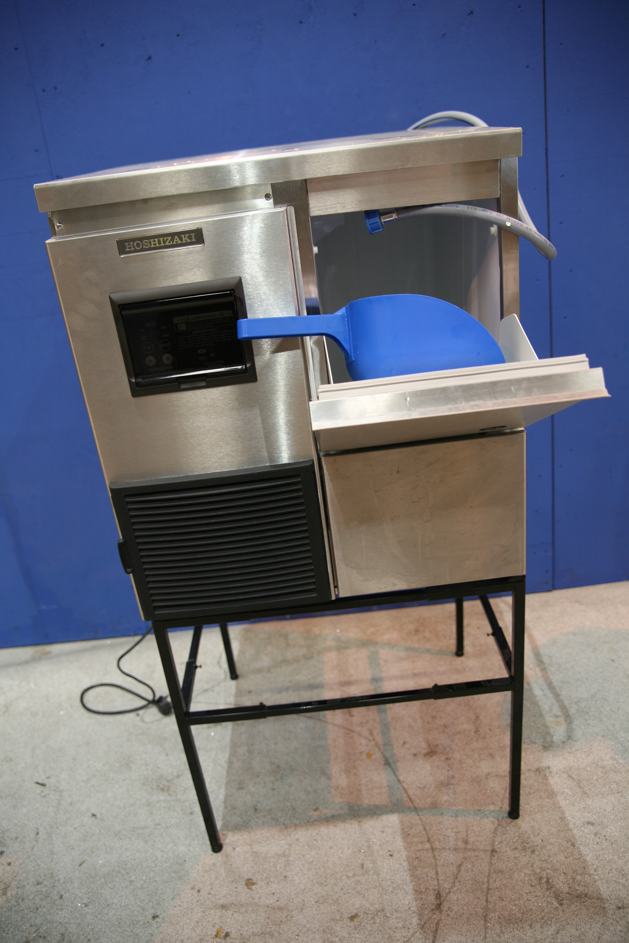 Lot 50 - Hoshizaki Ice Flaking Machine Produces flaked ice, Stainless steel construction,