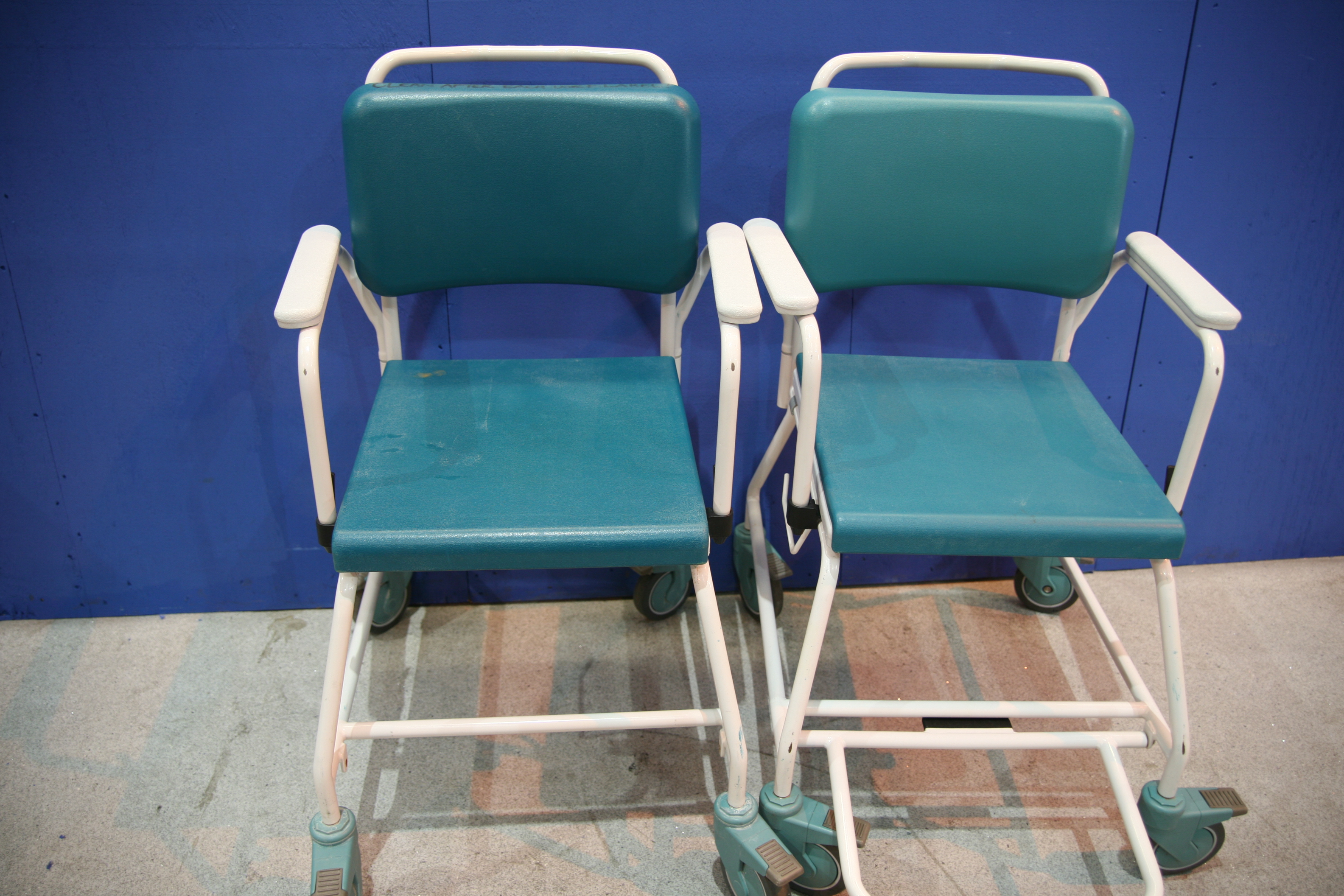 Lot 46 - 2x Vernacare Commode Chairs