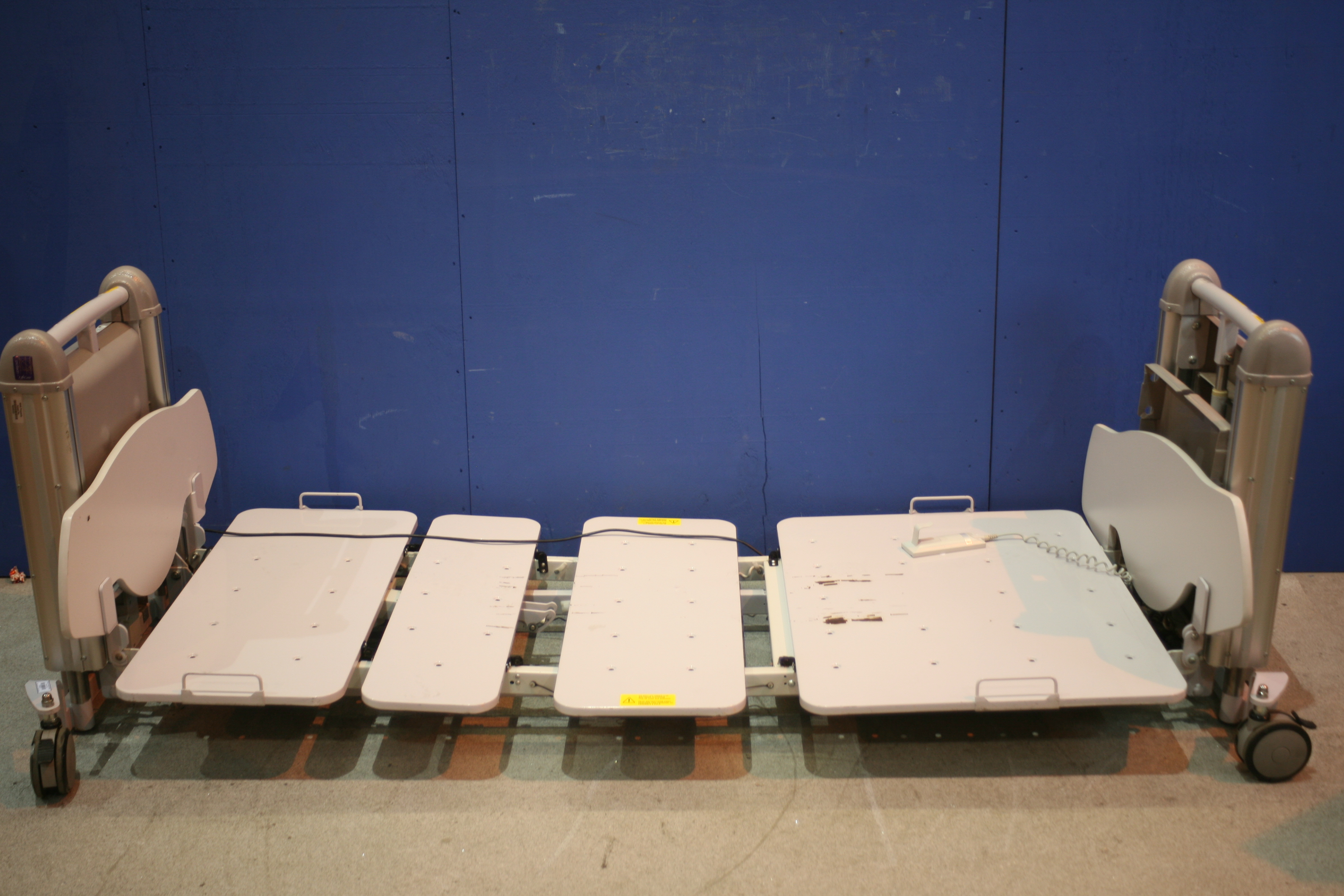 Lot 119 - Protean Liftcare Hi-Lo Low Profile Hospital Bed