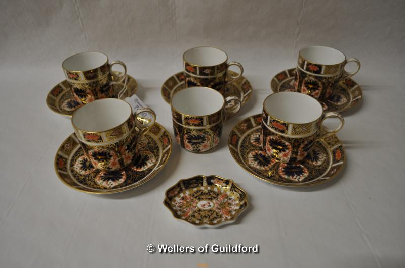 Lot 7430 - Five Royal Crown Derby imari pattern coffee cans and saucers, an odd saucer and a small pin tray.