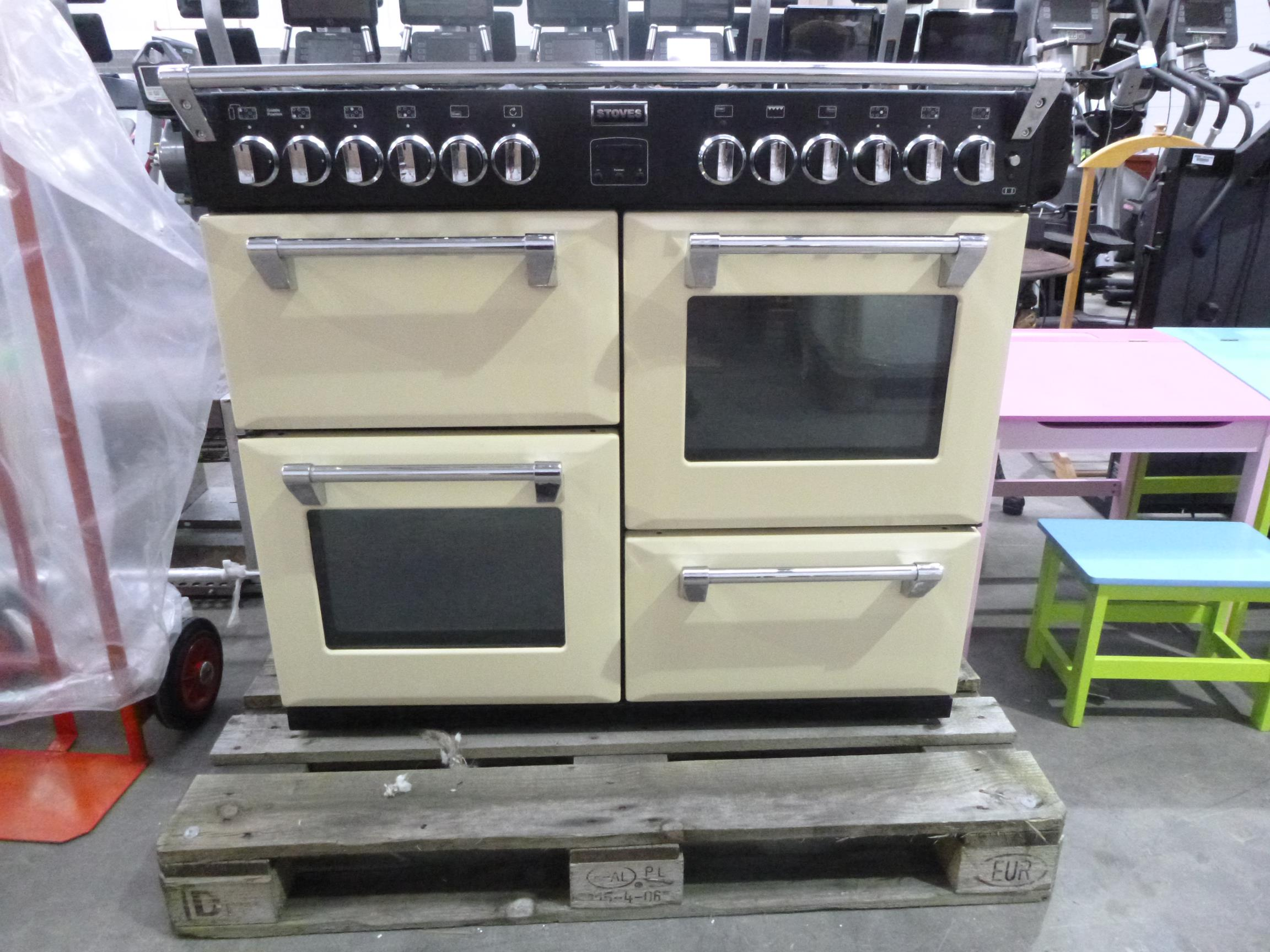 A Stoves Richmond 1000dft Gas 7 Burner Free Standing